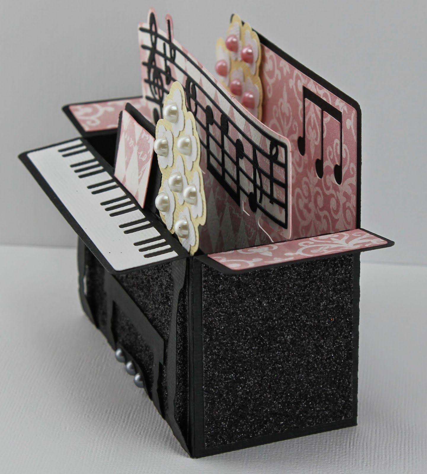 боялась, конечно, открытка пианино раскладная популярность обрел
