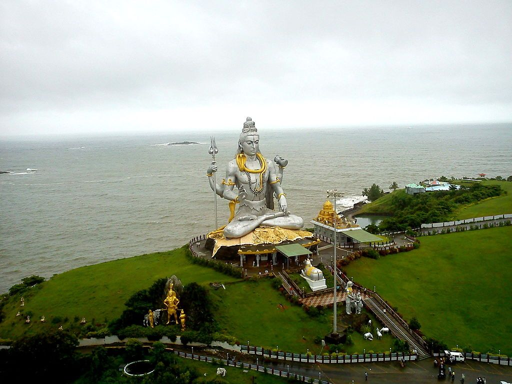 Murudeshwara is a town in Bhatkal Taluk of Uttara Kannada district in the state of Karnataka, India http://en.wikipedia.org/wiki/Murudeshwara