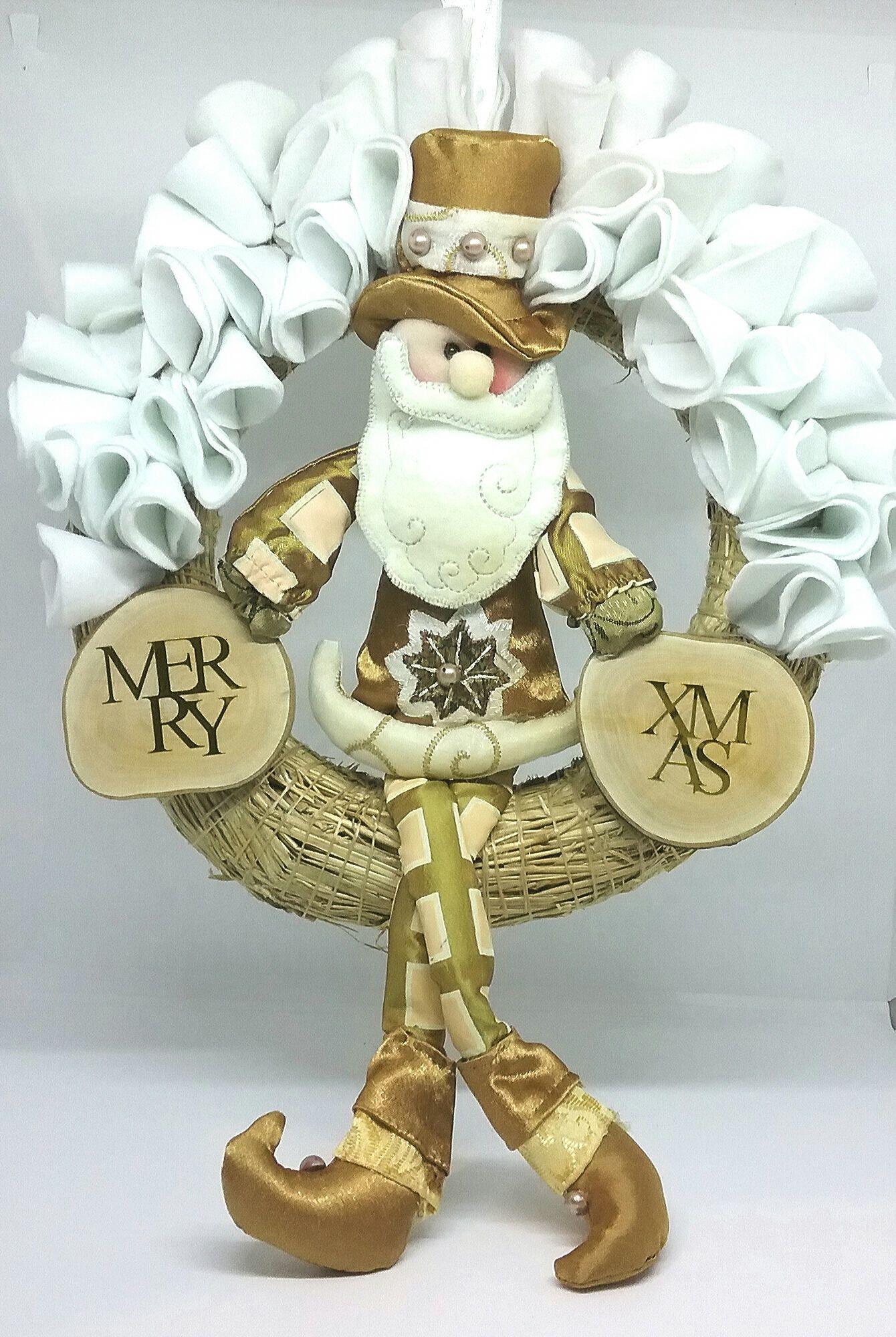Couronne de Noël dans les nuances blanche et vieux or en