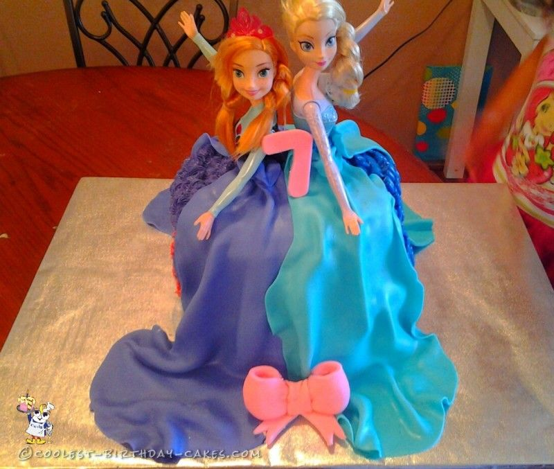 Dual Dress Anna And Elsa Frozen Cake Hi2 Pinterest Elsa Anna