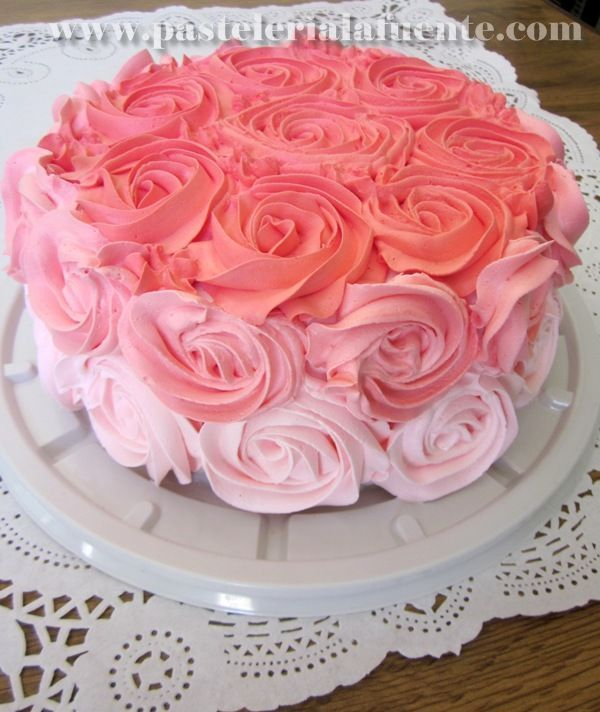 Pastel Decorado Con Rosas En 3 Tonos Ya Es Un Clásico Para