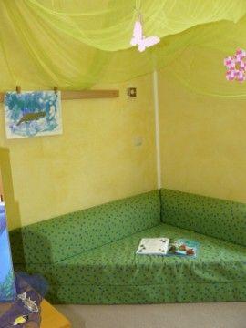 Leseecke reading nook kuschelecke playroom reading for Kuschelecke kinderzimmer junge