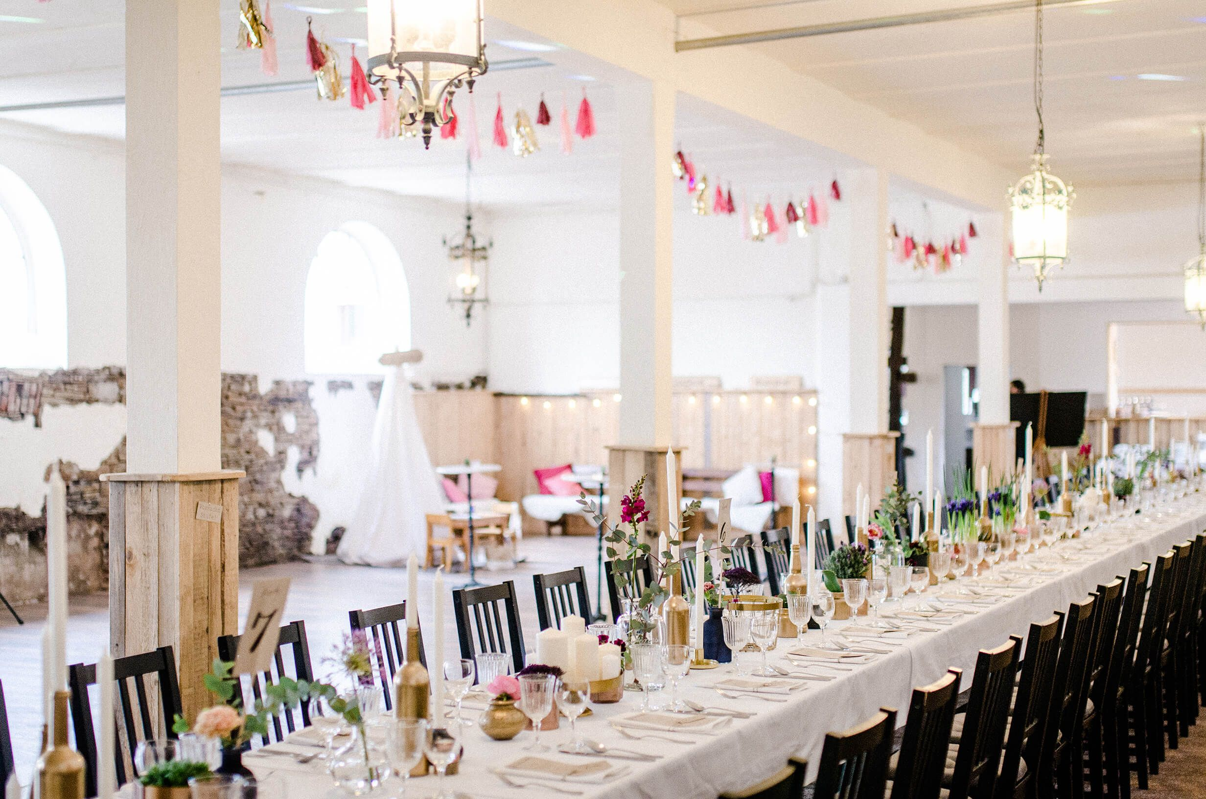 Table Decor Hochzeit Andy Ina Lange Tafel Dekoration In Messing