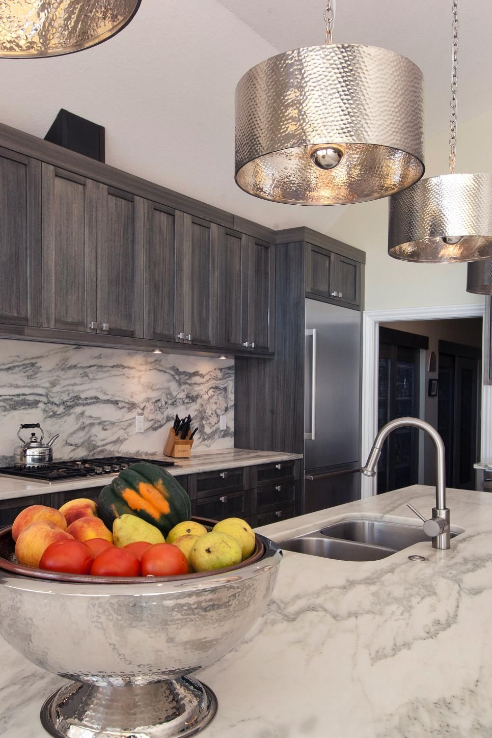 Best Rich Gray Cabinets Coordinate With The Deep Gray Veins In 400 x 300