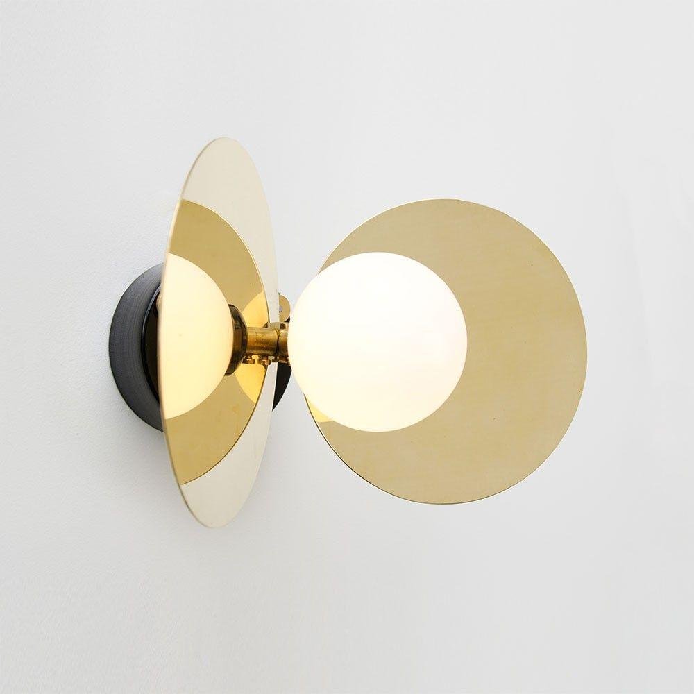 l 39 applique ilios est r alis e en laiton massif m tal. Black Bedroom Furniture Sets. Home Design Ideas