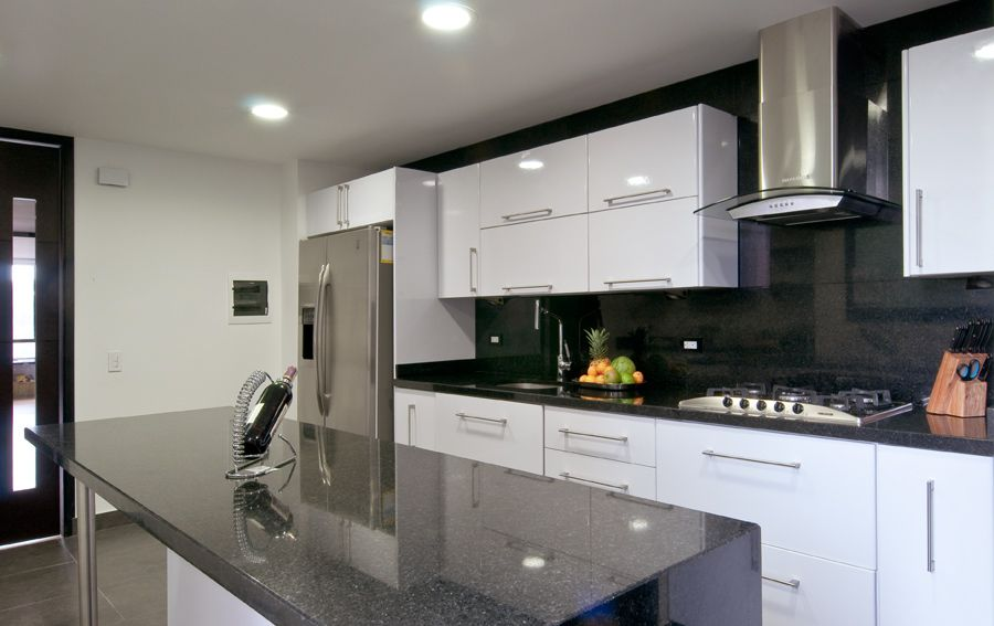 Cocina contemporanea gris blanco kitchen pinterest for Cocinas integrales corona