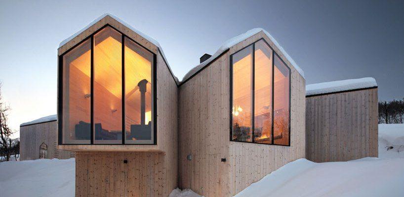 reiulf-ramstad-split-view-mountain-lodge-designboom-01