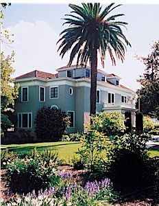 Elizabeth F Garden In Palo Alto A Peninsula Wedding Location And Reception Venue Brought To You By Here Comes The Guide California S Best