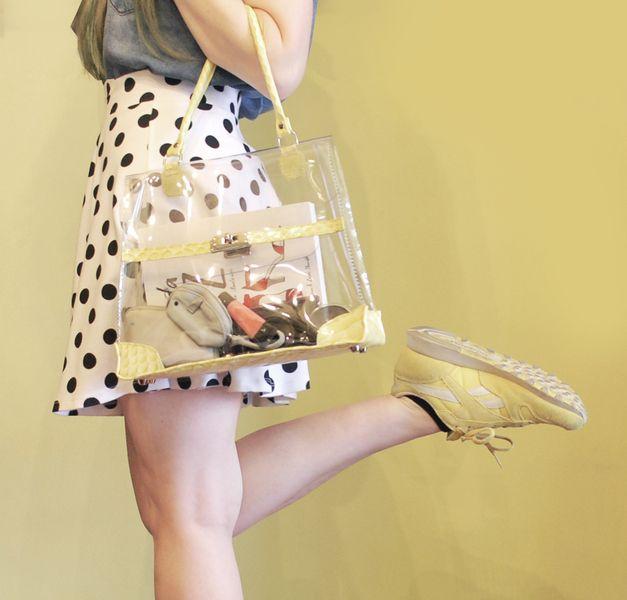 Bolso de mano,también de hombro, inspirado en el clasico bolso kelly de Hermés.