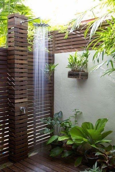 Relajate Y Date Un Bano En Esta Ducha Antes De Entrar A La Alberca Cuartos De Bano Al Aire Libre Ducha De Piscina Ducha De Jardin