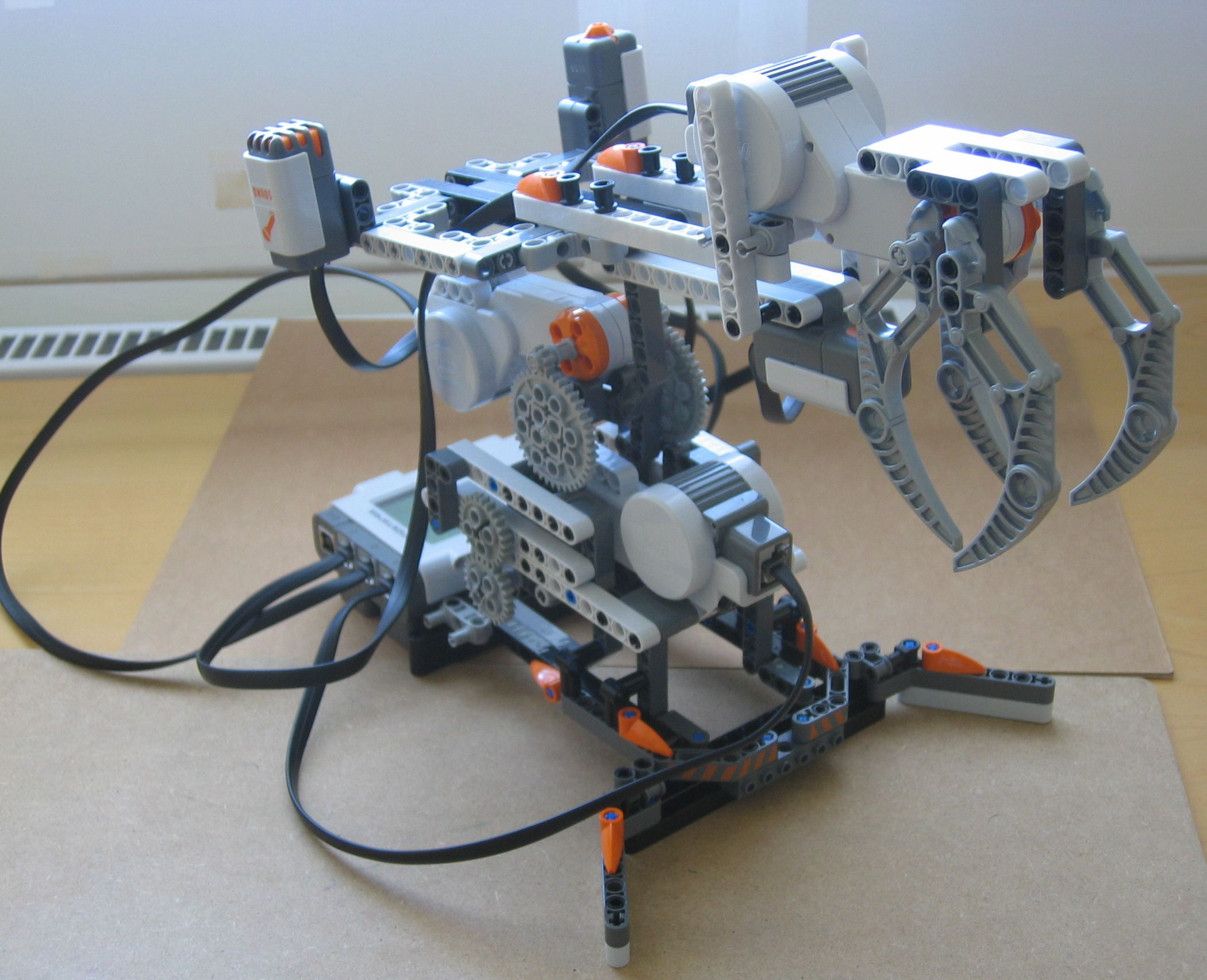 Camera Lego Nxt : How to build a simple robotic arm from lego mindstorms nxt kids