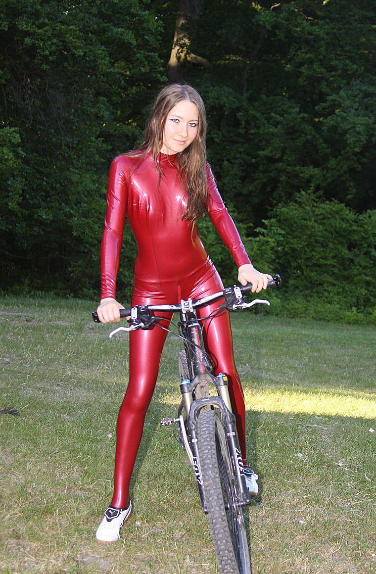 0498db22e5dd0 latex Catsuit girl outdoor bicycle Neopren