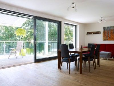 das wichtigste im haus licht licht licht am besten nat rliches licht durch bodentiefe. Black Bedroom Furniture Sets. Home Design Ideas