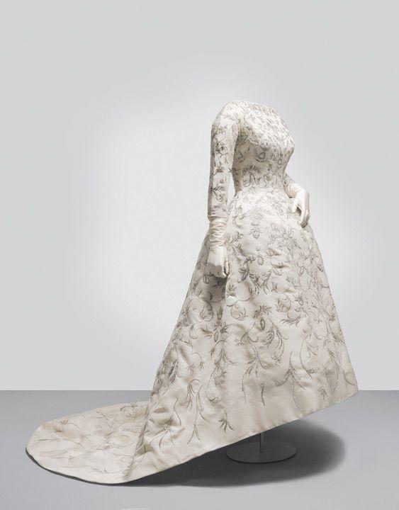 wedding dresscristóbal balenciaga, 1957 paris, mona bismarck