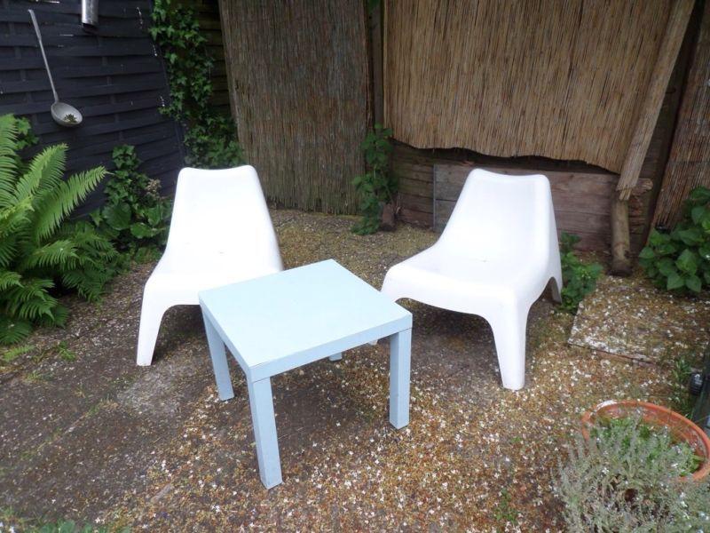 verkauft werden zwei ikea sessel gartenstuhl modell ps v g farbe weiss f r drinnen und. Black Bedroom Furniture Sets. Home Design Ideas