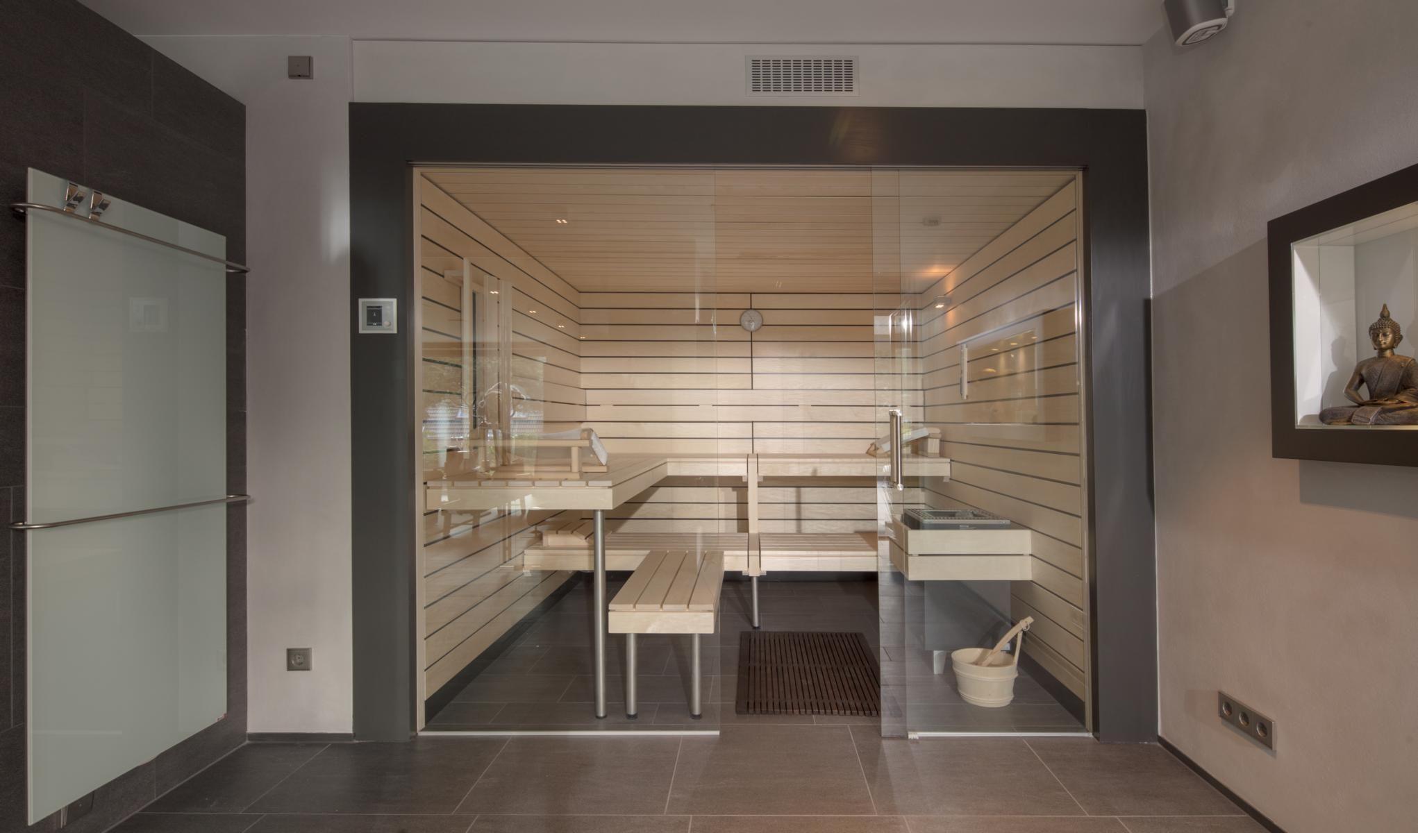 Stylish Designsauna In Heller Espe Mit Infrarotstrahler Massanfertigung Von Corso Sauna Manufaktur Designsauna Desi Sauna Fur Zuhause Sauna Modernes Design