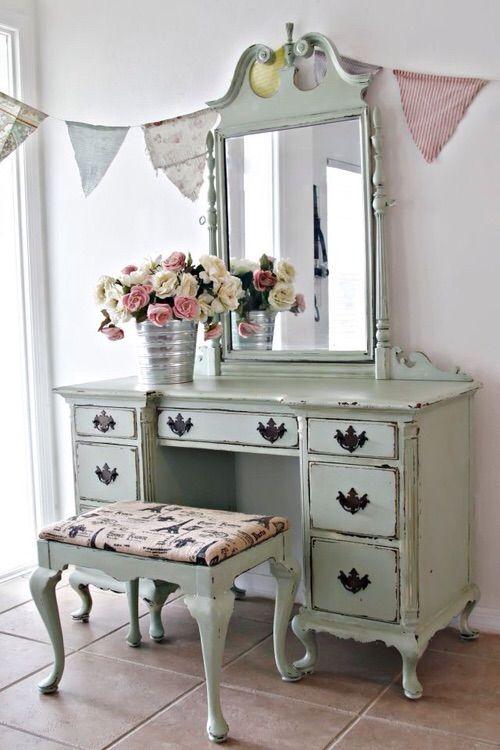 Tocador antiguo decoraci n pinterest tocador antiguo - Mesas pintadas a la tiza ...