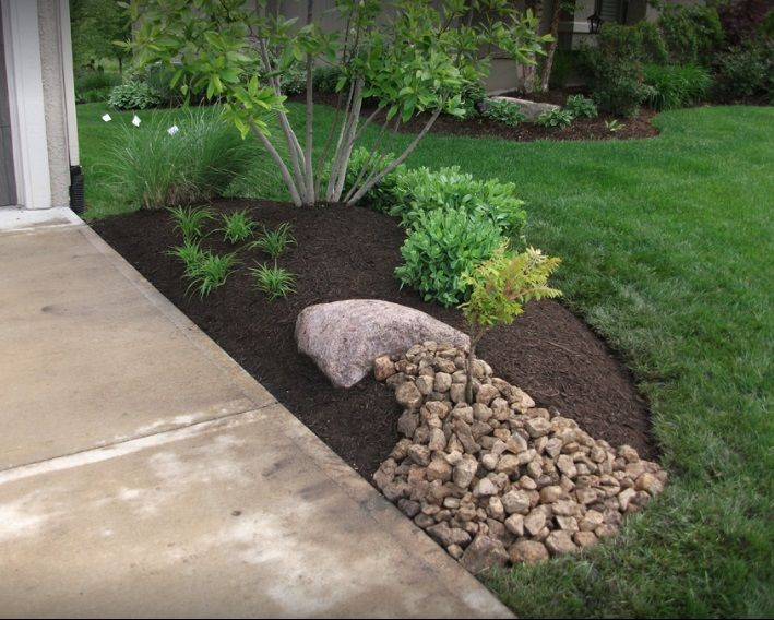 Rubber Mulch Rock Add Beauty To This Garden Landscaping Garden Rock Mulch Rubbermulch Diy Rooster Mulch Landscaping Landscape Design Diy Landscaping
