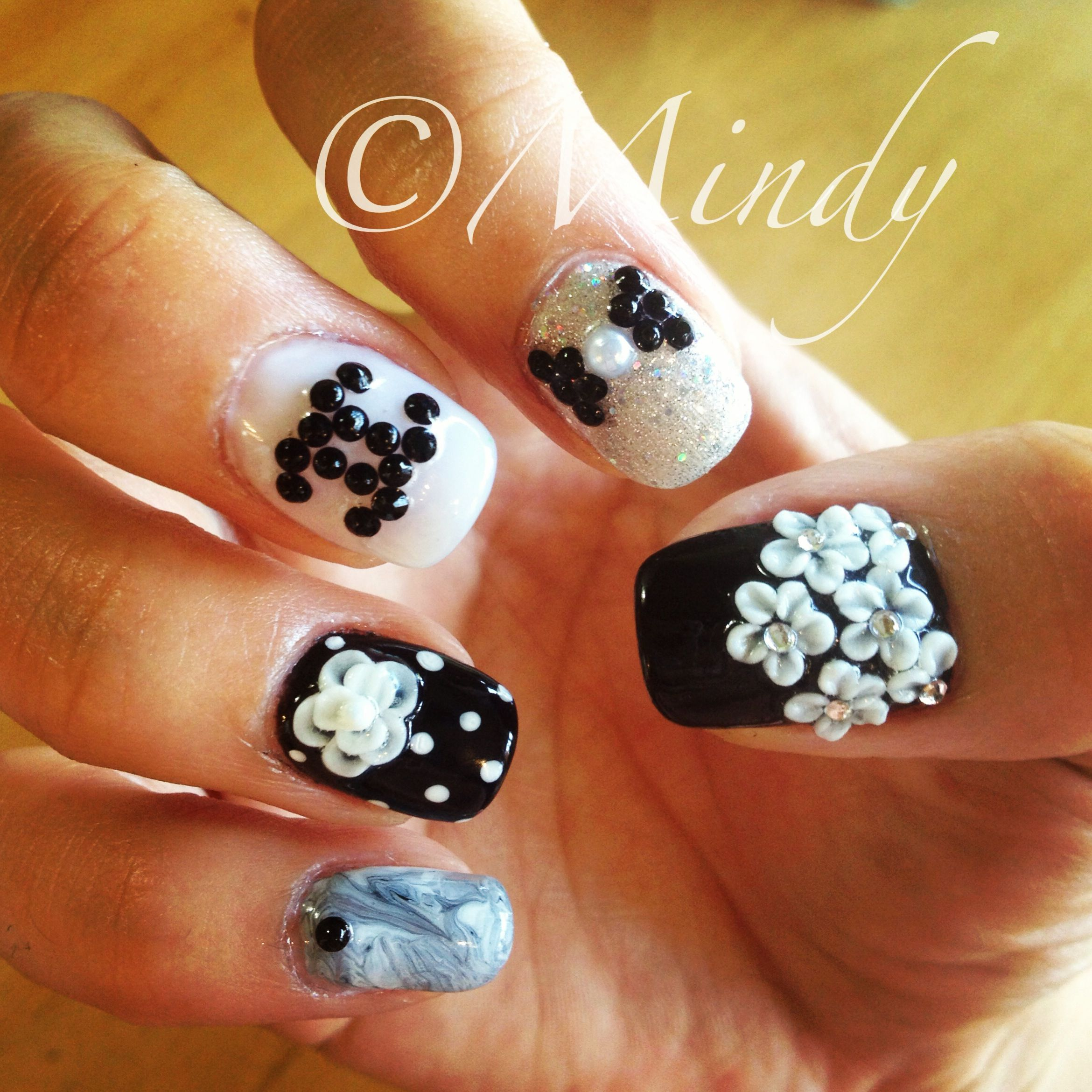 Black And White Nails Art With Chanel Logo White Nail Art Nail Art Black And White Nail Art