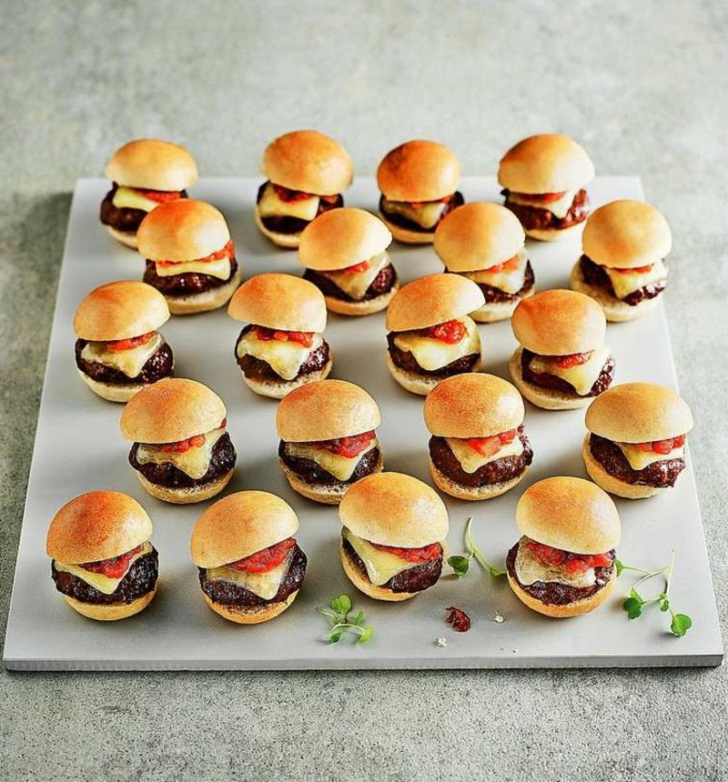 kindergeburtstag essen 40 leckere und schnelle ideen f r party fingerfood snacks and burgers. Black Bedroom Furniture Sets. Home Design Ideas