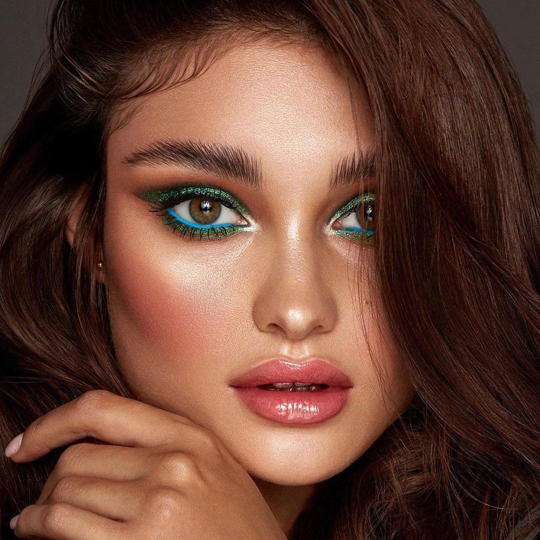 8 Beautiful Eyeshadows for Dark Brown Eyes (With