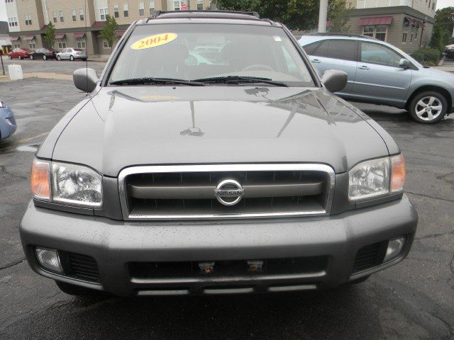 Chrome Silver Metallic 2004 Nissan Pathfinder LE Platinum