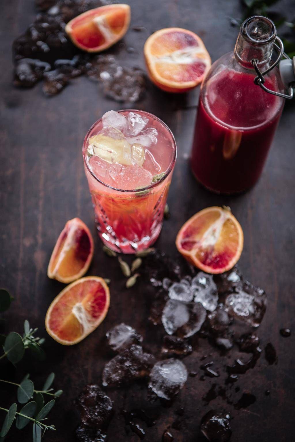 Blutorangen Gin Tonic mit Ingwer und Kardamom - trickytine #cocktaildrinks