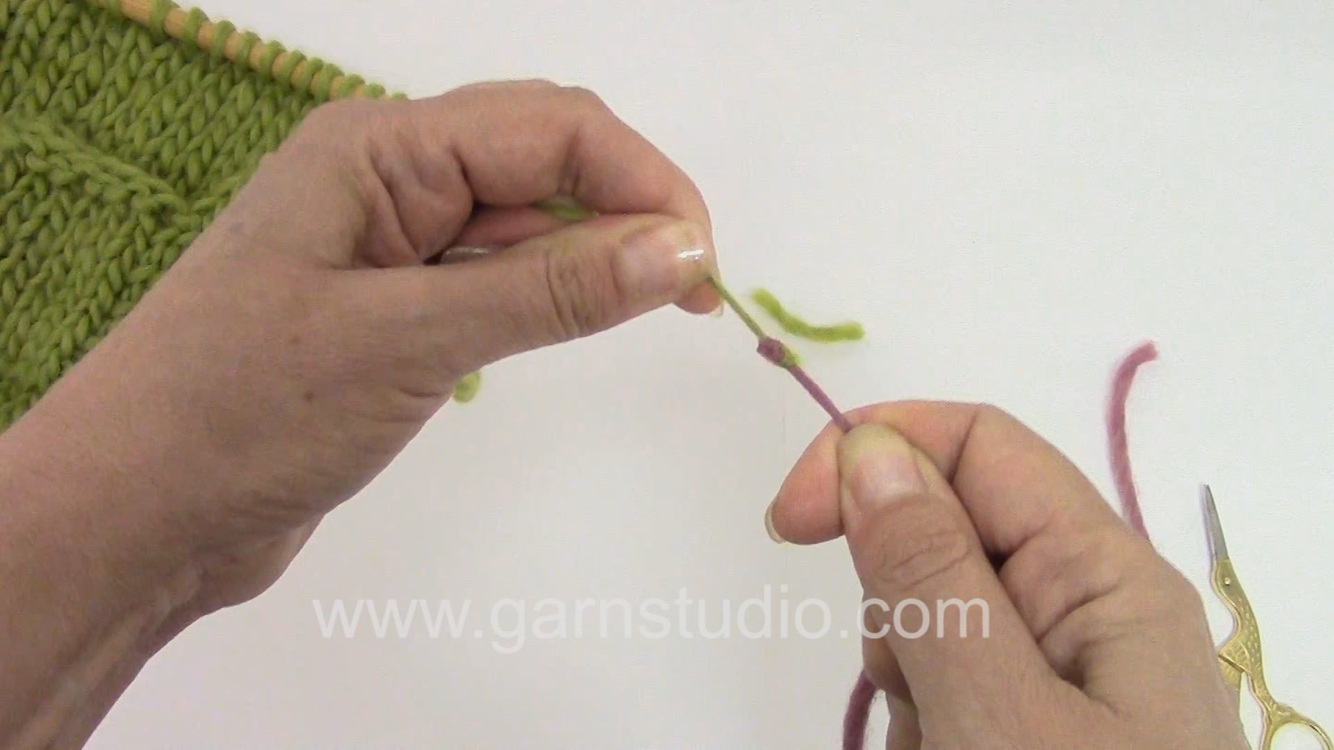 Knitting Joining Yarn Double Knot : Drops crafting tutorial how to join new yarn with a