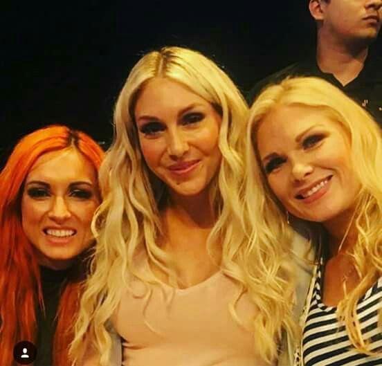Becky, Charlotte y Beth Phoenix Dick27Ambrose