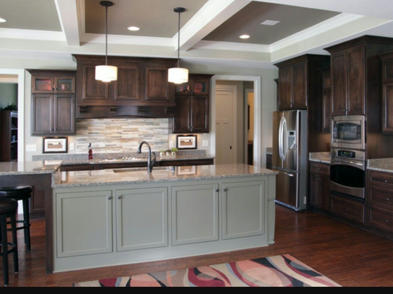 Is honey oak coming back? Can you paint oak kitchen cabinets. #honeyoakcabinets