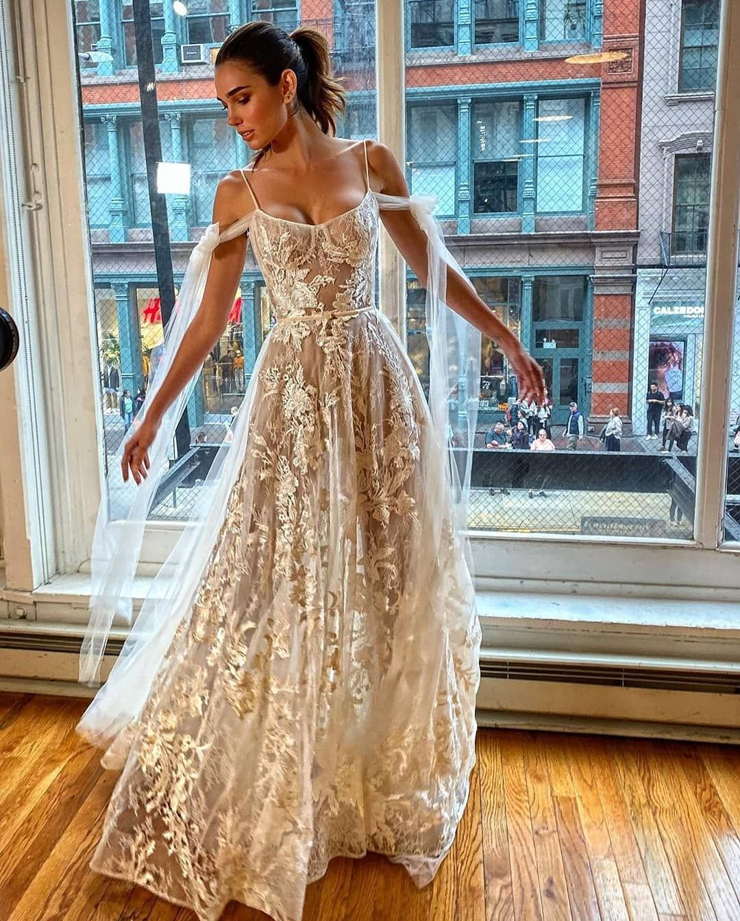 2 597 Likes 5 Comments Hera Dresses Heradresses On Instagram H E R A Dress By Berta Wedding Dresses Dresses Wedding Dresses Vintage Princess [ 1345 x 1080 Pixel ]