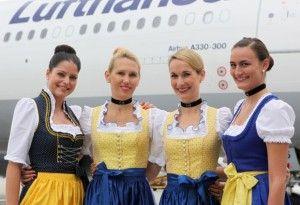 Το πλήρωμα της Lufthansa απογειώνεται φορώντας παραδοσιακές Βαυαρικές στολές