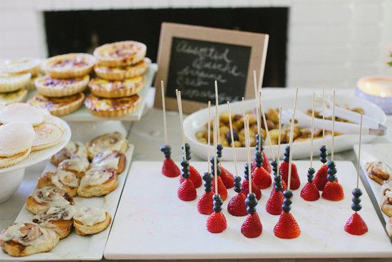 Breakfast Buffet: Don't these strawberry and blueberry bites look a bit like jewelry?   Source: En Point Photography