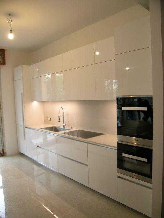 Cucina In Vetro Bianco E Giallo Senape Luxury Kitchen Design Kitchen Design Luxury Kitchens