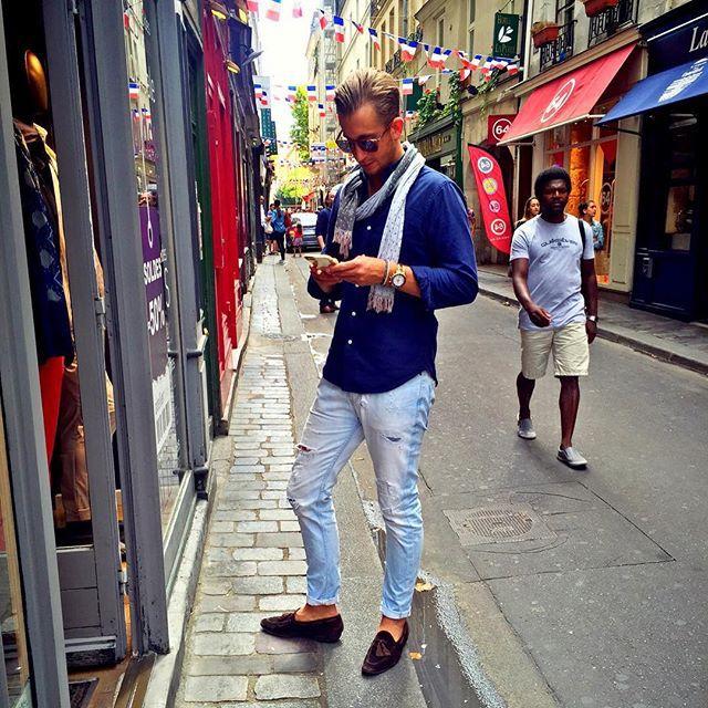 #tb #italianstyle #italianfashion #pitti #preppy #pittiuomo #shot #style #suits #jeans #sprezza #sprezzatura #fashion #gq #gentle #gqstyle #gentleman #gentlemanstyle #gentlemansuits #mtm #mnswr #menswear #menssuits #mensfashion #menwithclass #fashionblogger #fashionbloggers #persol #ralphlauren #paris