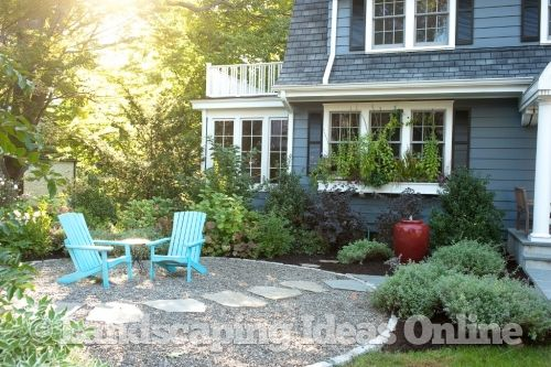 A Front Yard Pea Gravel Patio Uses Floating Steppers To
