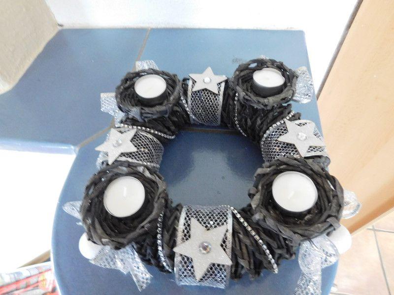 Adventskranz - Adventskranz aus Zeitungspapierrollen, schwarz - ein Designerstück von kre-v-ativ bei DaWanda