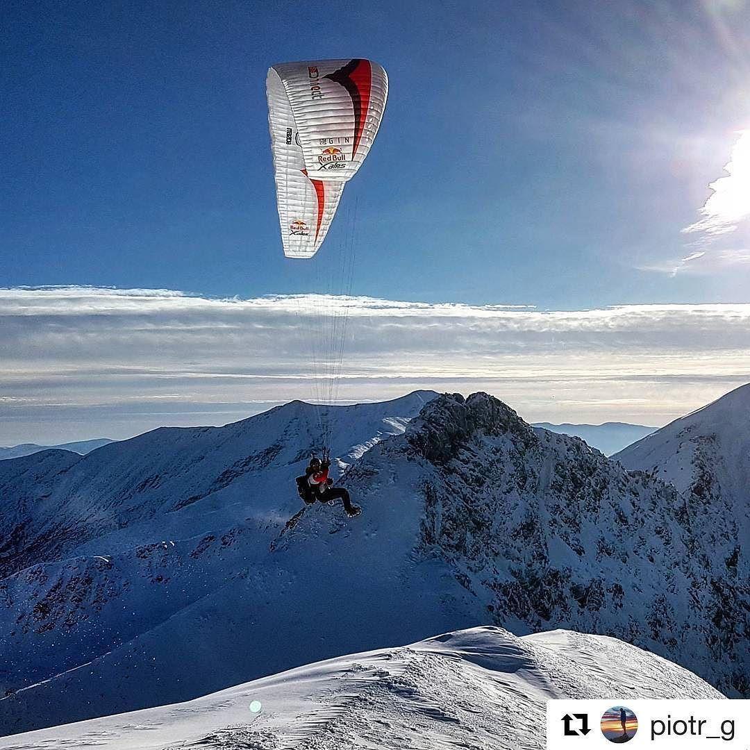 Poletíme poletíme poletíme...  že luxusný výhľad  #praveslovenske od @piotr_g  #paragliding #flying #Tatry #mountains #winter #nature #slovensko #slovakia #clouds #snow  #rocks #peaks #tatramountains #sky #bluesky #sun #landscape