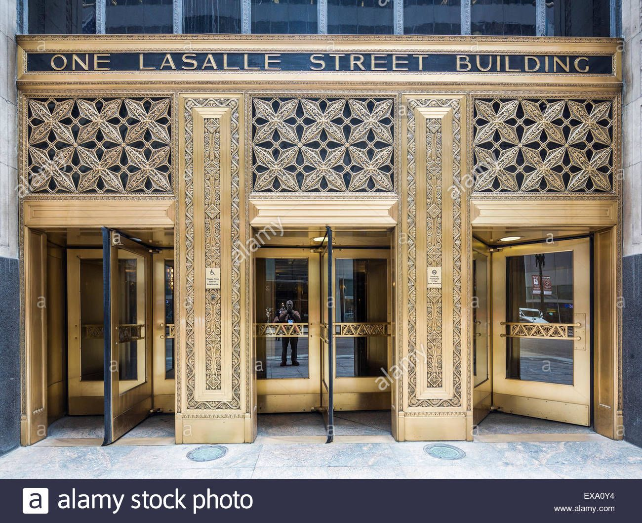 Download This Stock Image Entrance Doors The One North Lasalle Building Or One Lasalle Street Building Chicago Illinois Us Entrance Doors Lasalle Entrance