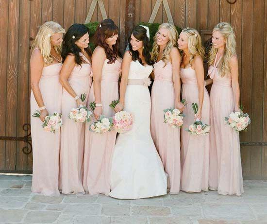 Hochzeitsfarben Romantisch Hochzeit In Rosa Inspiration Hochzeit Brautjungfern Hochzeit Romantische Hochzeit