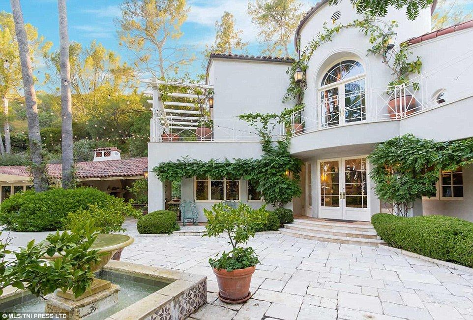 Katy Perry Relists Compound For A Reduced Price Of 9 3million