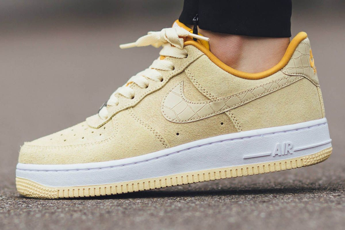 Nike Women Air Force 1 '07 Seasonal - Lemon Drop