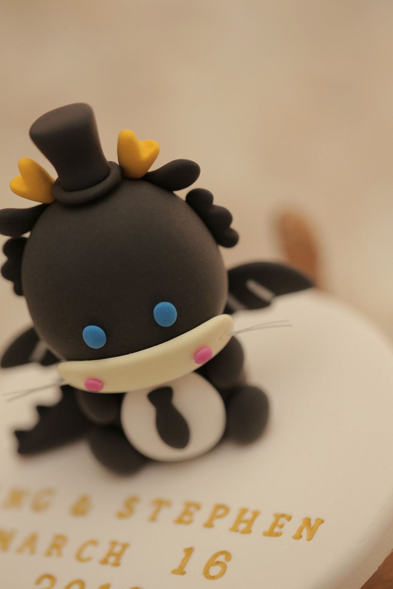 https://flic.kr/p/EumMbj | black dragon wedding cake topper | www.facebook.com/kikuikestudio/
