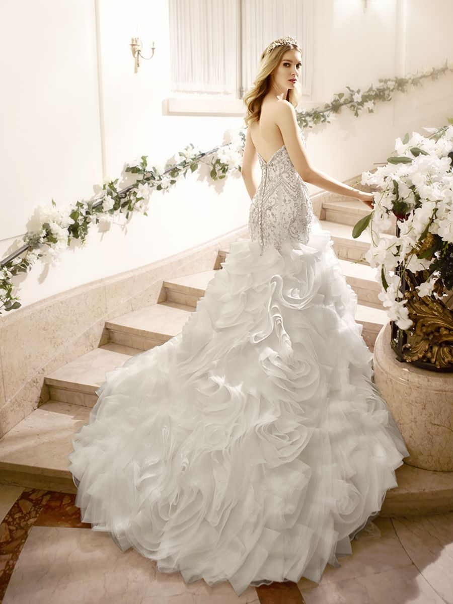 The back unveils your beautiful back in a curved open back that transitions into a breathtaking 3D textured skirt. Wedding dress is from @moonlightbridal