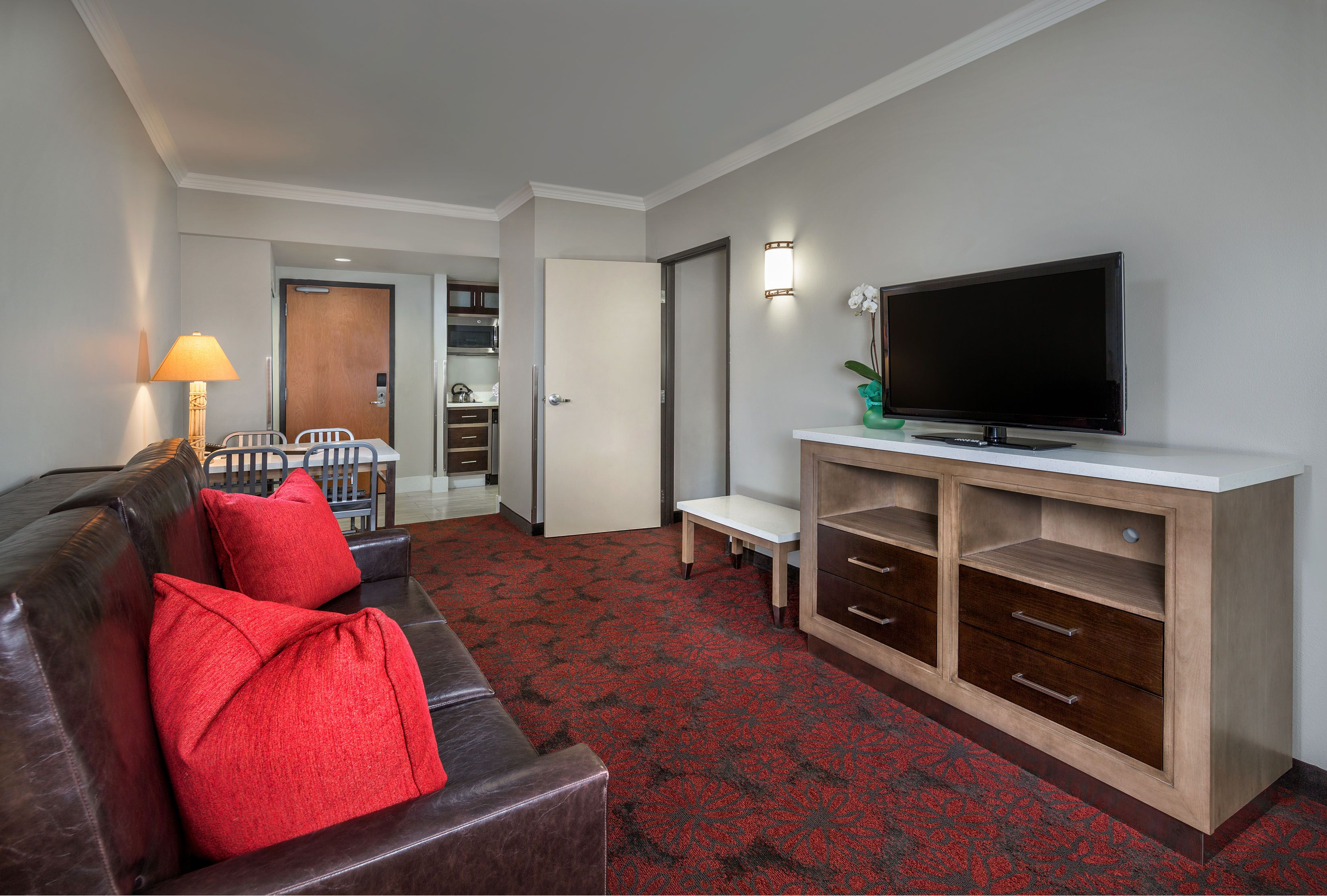 Anaheim Hotels With Kitchen Near Disneyland Hansgrohe Faucet Parts 1 Bedroom Suite Living Room Sofa Sleeper Hotel Rooms And Suites Desert Palms