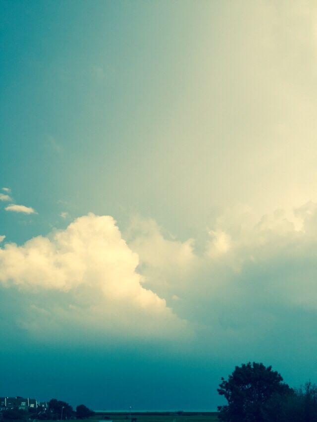 Een lucht van aquarelverf op Marken