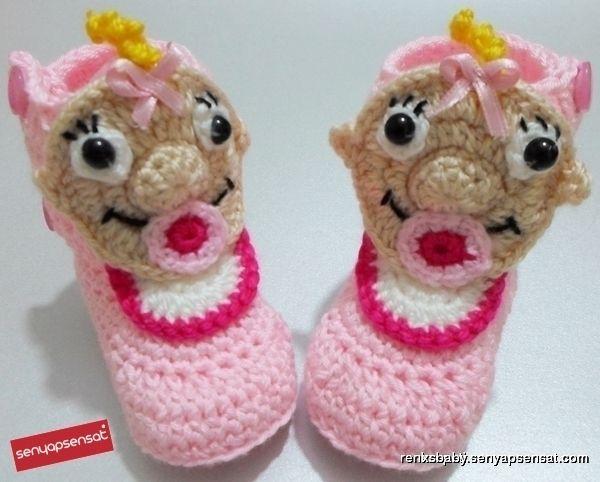 crochet booties with baby applique