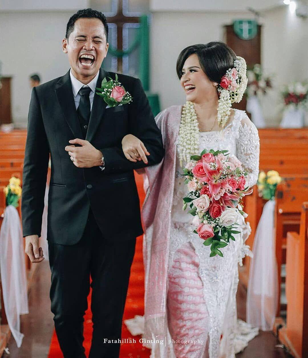 Kebaya pengantin pernikahan adat Batak (@ratukebaya.id)  Gaun
