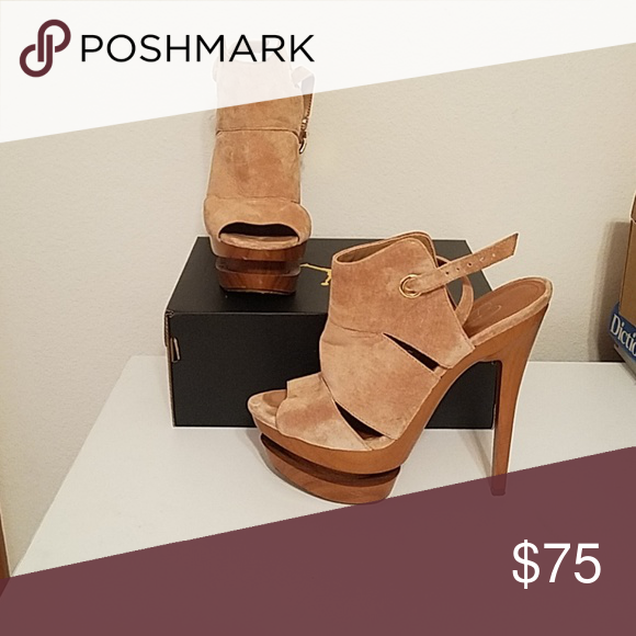 a87825b9207 Jessica Simpsons Wood cut out bottom, suede peep toes Jessica ...