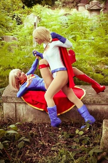 Characters: Supergirl & Power Girl / From: DC Comics / Cosplayers: Laurence Clef Guermond (aka Clef's Atelier, La Petite Feuille, aka Clefchan) as Supergirl & Cosplay Ladylili as Power Girl